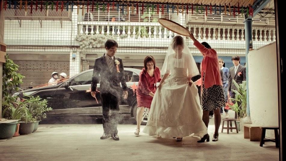 結婚習俗 - 黑傘與米篩